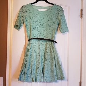 Green lace backless dress